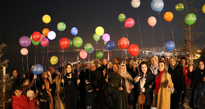 Öldürülen 474 kadının anısına ışıklı balon uçuruldu